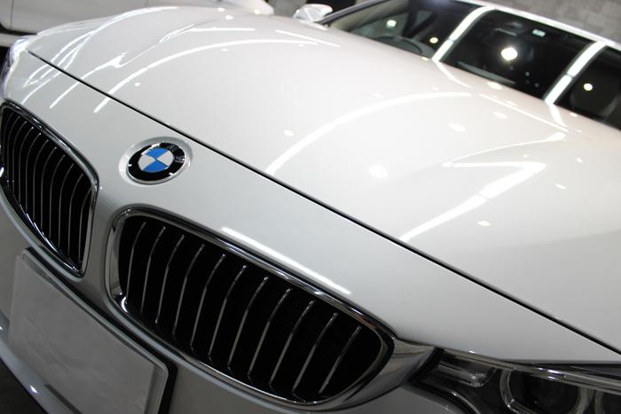 BMW 420i グランクーペ ラグジュアリー ミネラルホワイト エンブレム