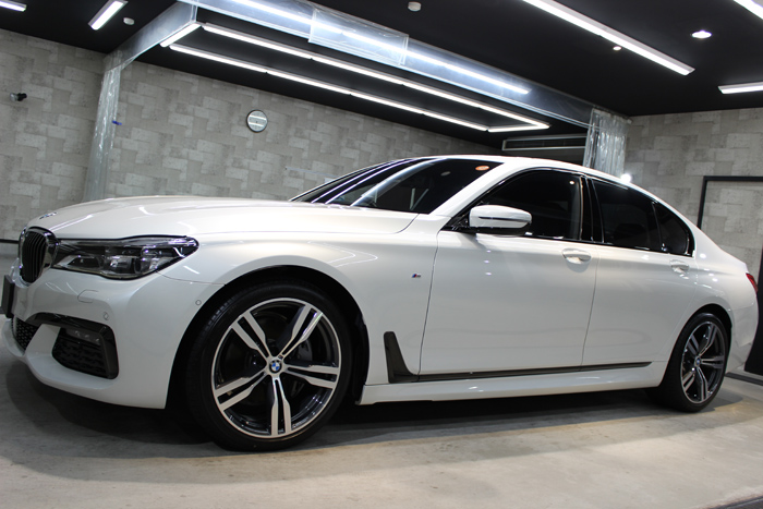 BMW 740i Mスポーツ ミネラルホワイト ホイール1
