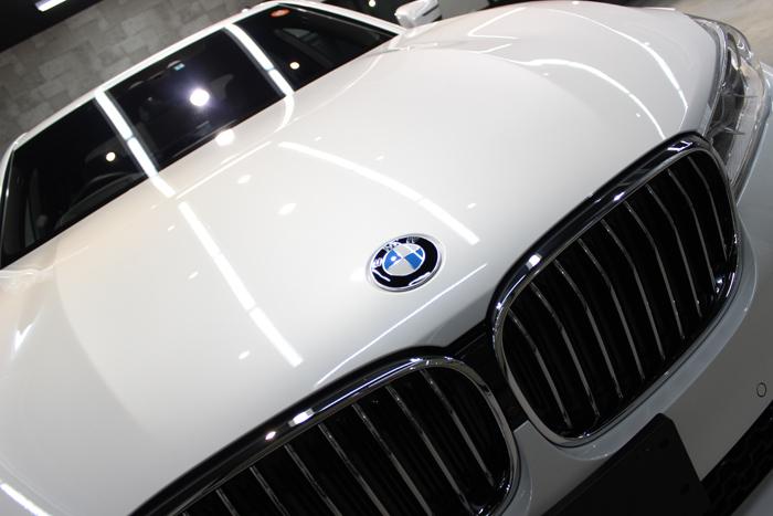 BMW 740i Mスポーツ ミネラルホワイト ボンネット2