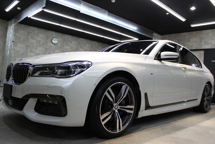BMW 740i Mスポーツ ミネラルホワイト ヘッドライト