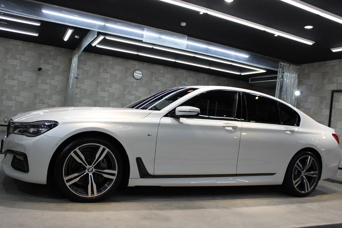 BMW 740i Mスポーツ ミネラルホワイト 左ドア