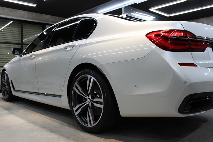 BMW 740i Mスポーツ ミネラルホワイト トランク