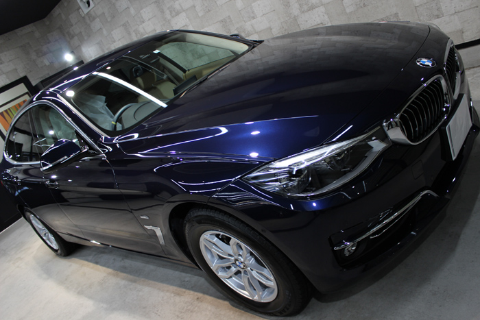 BMW 320d xDrive グランツーリスモ インペリアルブルーブリリアントエフェクト ボンネット1