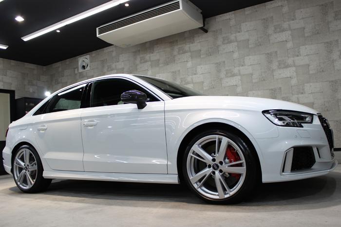 アウディ RS3 セダン グレイシアホワイトメタリック 右ドア