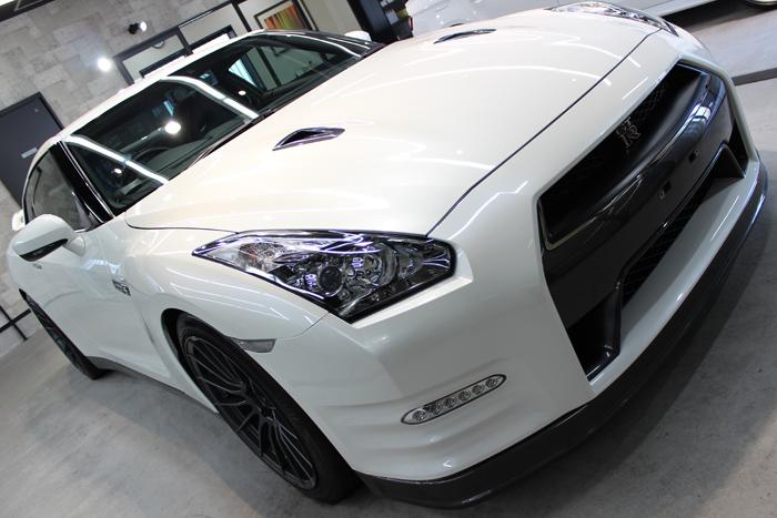 日産 GT-R ブリリアントホワイトパール ボンネット1