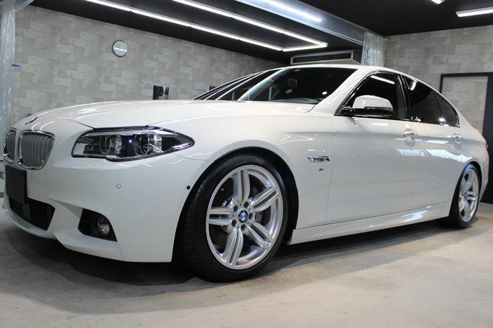 BMW 535i Mスポーツ アルピンホワイト 左ドア