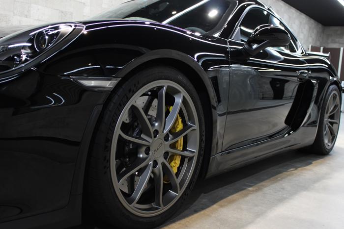 ポルシェ ケイマン GT4 ブラック ホイール1