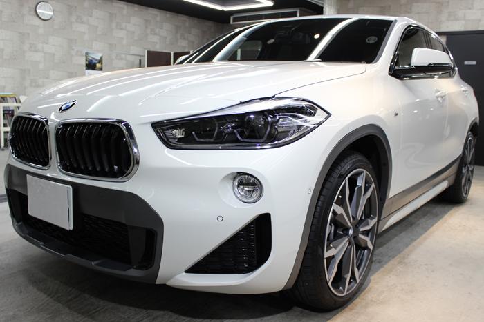 BMW X2 MスポーツX アルピンホワイト フロントバンパー左