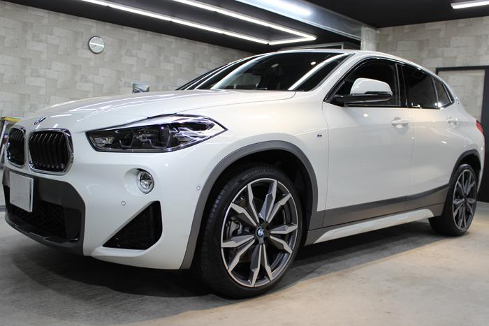 BMW X2 MスポーツX アルピンホワイト 左ホイール