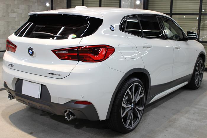 BMW X2 MスポーツX アルピンホワイト バックゲート