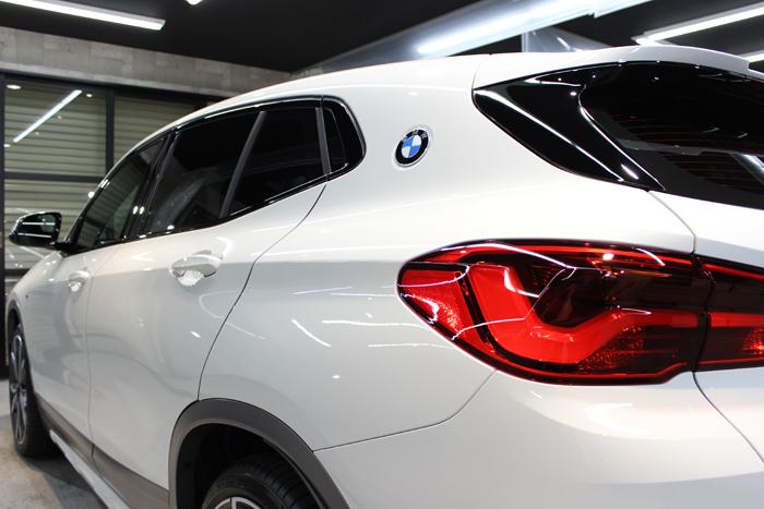 BMW X2 MスポーツX アルピンホワイト テールレンズ