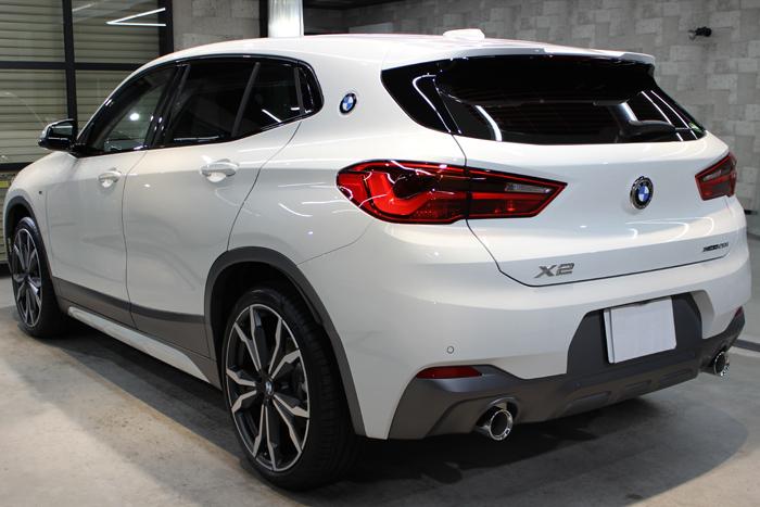 BMW X2 MスポーツX アルピンホワイト リアバンパー左