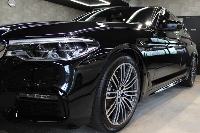 BMW 530i Mスポーツ ブラックサファイア ヘッドライト