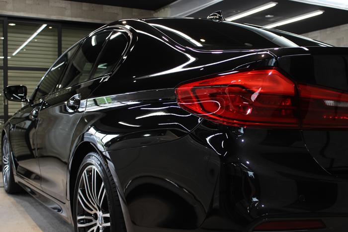 BMW 530i Mスポーツ ブラックサファイア クォーター