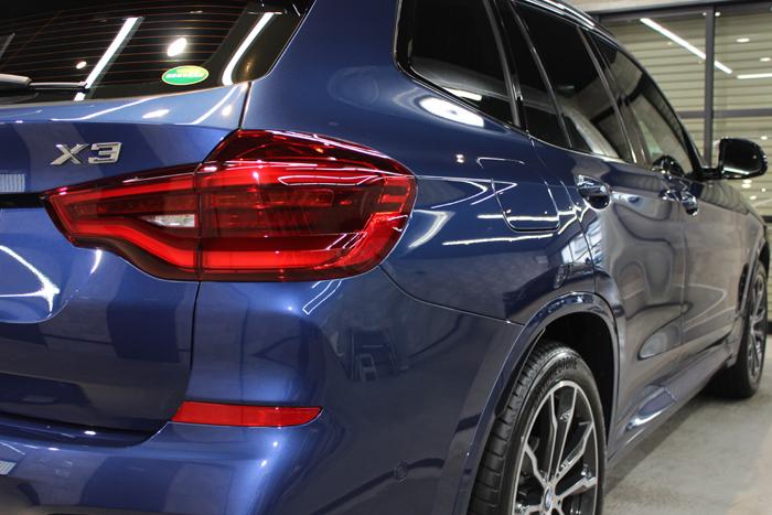 BMW X3 ファイトニックブルー テールライト右
