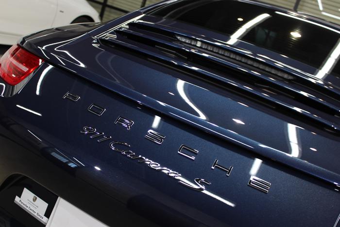 ポルシェ 911 カレラS ダークブルーメタリック 991 エンブレム