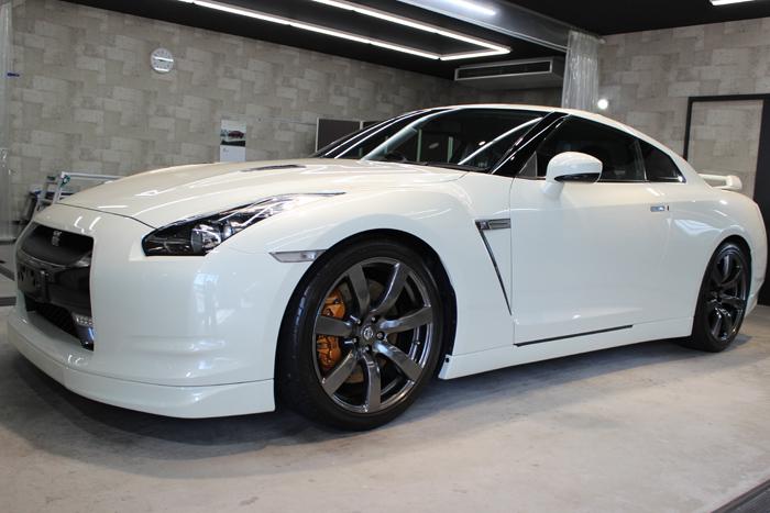 日産 GT-R R35 ホワイトパール ホイール左