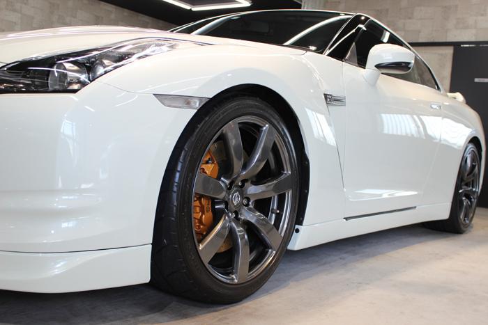 日産 GT-R R35 ホワイトパール 左フェンダー