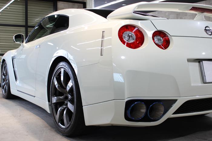 日産 GT-R R35 ホワイトパール マフラー