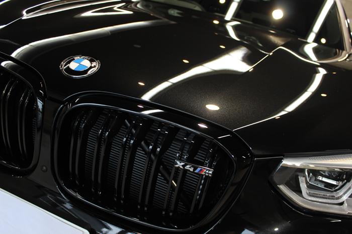 BMW X4 Mコンペティション ブラックサファイア ボンネット アップ