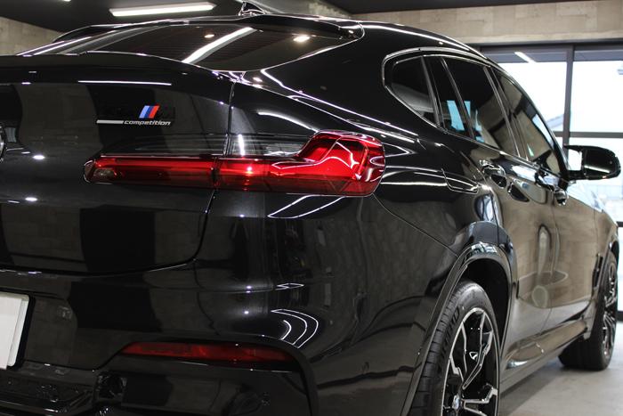 BMW X4 Mコンペティション ブラックサファイア テールライト右