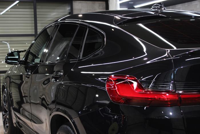 BMW X4 Mコンペティション ブラックサファイア テールライト左