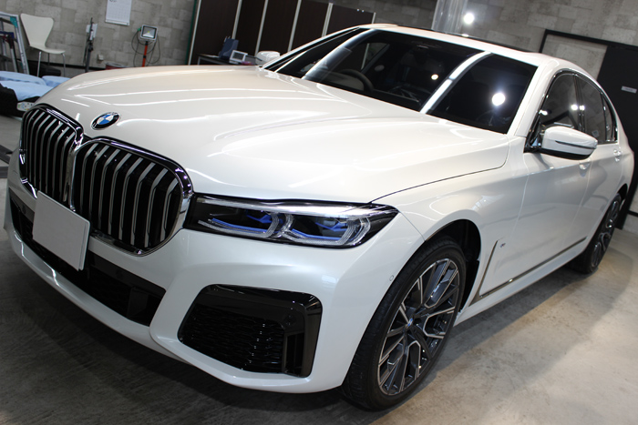BMW 740d Mスポーツ ミネラルホワイト ボンネット左