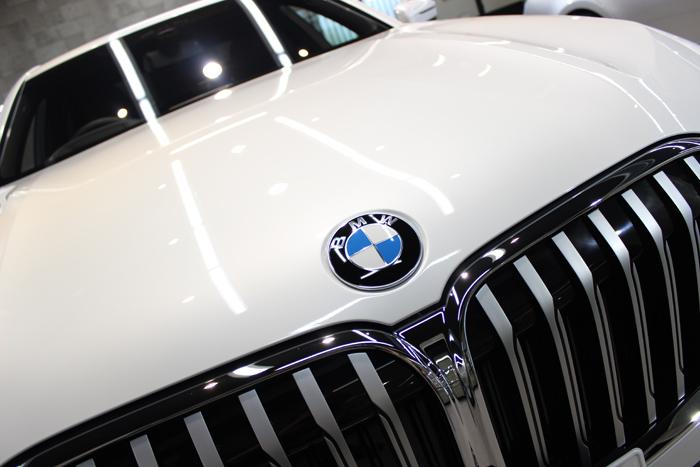 BMW 740d Mスポーツ ミネラルホワイト キドニーグリル