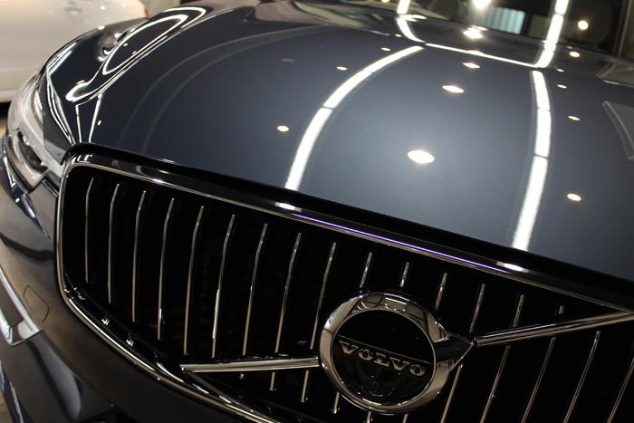 ボルボ XC60 デニムブルーメタリック フロントグリル