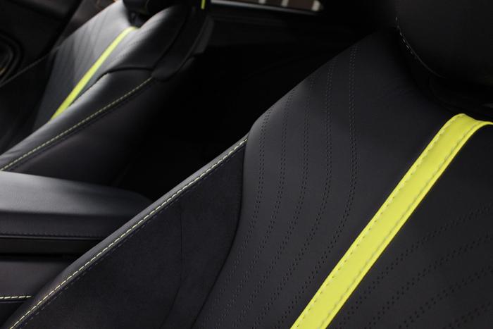 アストンマーティン DB11 AMRシグネチャーエディション スターリンググリーン シートコーティング 助手席アップ
