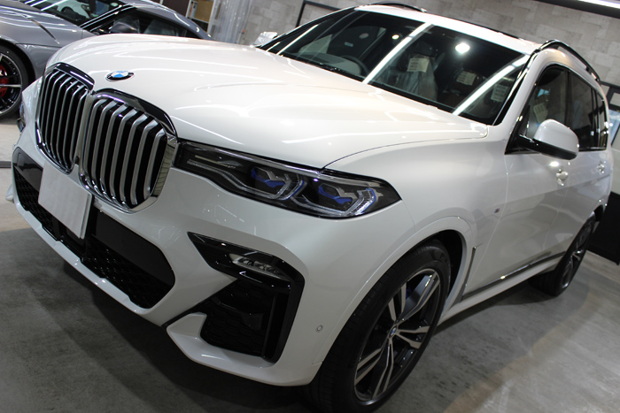 BMW X7 ミネラルホワイト ボンネット左