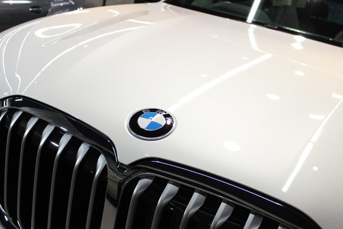 BMW X7 ミネラルホワイト キドニーグリル