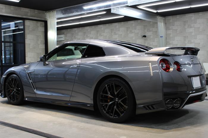 日産 GT-R ダークメタルグレー 左ドア2