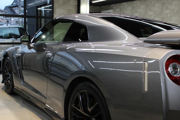 日産 GT-R ダークメタルグレー 左クォーター