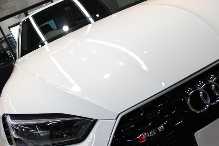 アウディ RS5 グレイシアホワイトメタリック ボンネット アップ