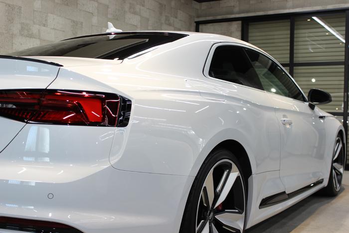 アウディ RS5 グレイシアホワイトメタリック クォーター