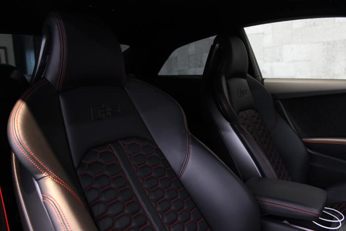 アウディ RS5 グレイシアホワイトメタリック レザーシートコーティング 運転席