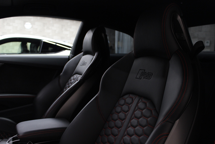 アウディ RS5 グレイシアホワイトメタリック レザーシートコーティング 助手席