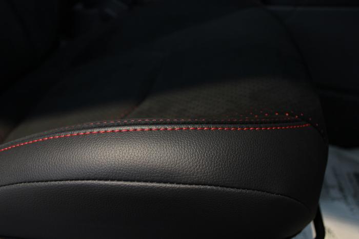 トヨタ GRヤリス エモーショナルレッド シートコーティング 運転席座面