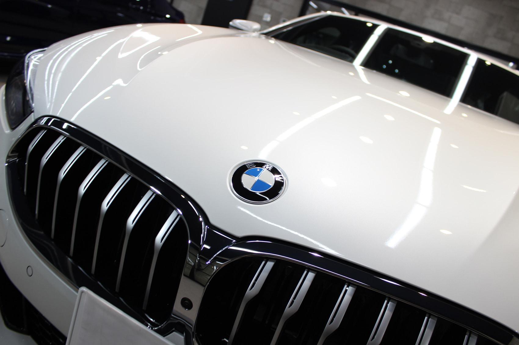 BMW 840iクーペ ミネラルホワイト ボンネット