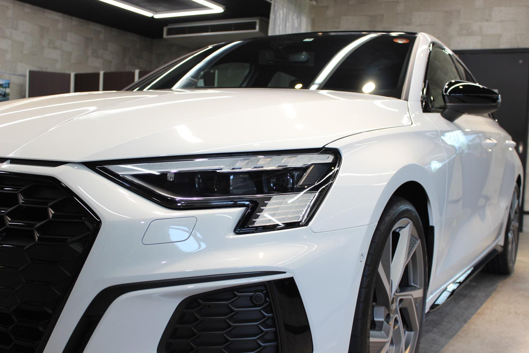 アウディ S3スポーツバック グレイシアホワイトメタリック ヘッドライト