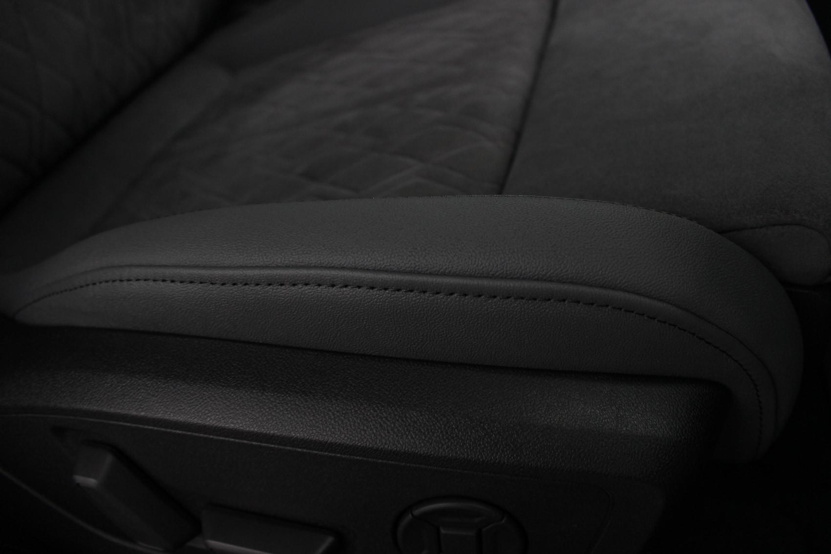 アウディ S3スポーツバック シートコーティング 運転席座面 レザー部分