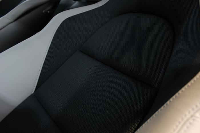【 汚れ・擦れ・傷からシートを守る 】シートコーティング