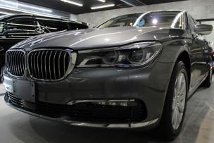 BMW740iマジェリングレーメタリック正面左